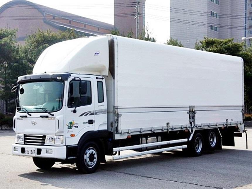메가6.5톤 후축 증톤차량 2015년 12월 후축8300 오토차량입니다.